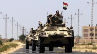قافلة من رجال الجيش المصرية