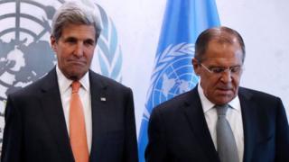 Госсекретарь США Джон Керри и министр иностранных дел РФ Сергей Лавров (справа)