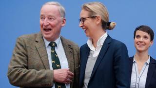 Los líderes de AfD (de izq. a der.): Alexander Gauland, Alice Weidel y Frauke Petry. antes de una rueda de prensa en Berlín, tras el resultado electoral del 24 de septiembre de 2017