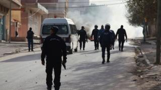 Les habitants de Kasserine ont brûlé des pneus et bloqué la rue principale du centre-ville, pour exprimer leur colère