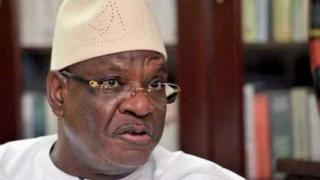 Le maire de la commune 6 du district de Bamako, Alou Coulibaly a été suspendu pour trois mois par le conseil des ministres tenu mercredi.