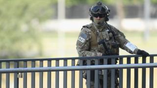 Польский солодат охраняет саммит НАТО