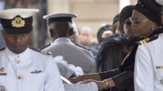Nelson Mandela ayaa geeriyooday 5 December 2013 isaga oo ay da'diisu ahayd 95