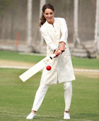 Prince William and Kate bowl over royal fans on Pakistan tour
