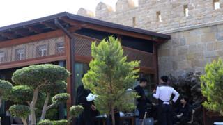 Qala divarlarına bitişik restoran
