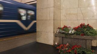 цветы в петербургском метро