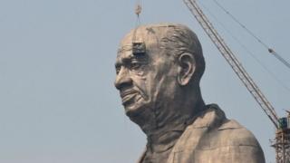 Patung pemimpin kemerdekaan Sardar Vallabhbhai Patel setinggi 182 m.