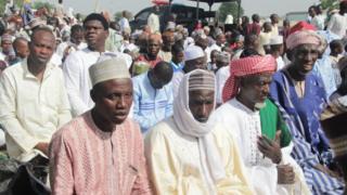 Muslims wey dey pray