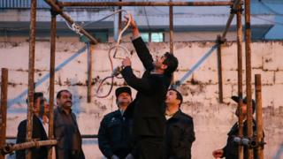 Iranian officials prepare a noose for an execution in Noor of a convicted murderer who was eventually spared by the mother of his victim (15 April 2014)