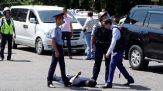 Задержание подозреваемого в нападении на полицейских Алма-Ате