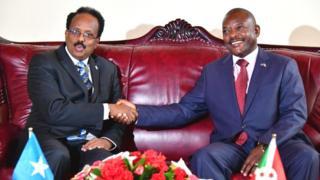 Umukuru w'gihugu ca Somalia Mohamed Abdullahi Mohamed (i bubamfu) n'uw'u Burundi (Pierre Nkurunziza) i Bujumbura itariki 18/02/2019