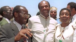 Mamadou Diop, l'ancien maire de Dakar, recevant Marion Barry, le maire de Washington et sa femme.