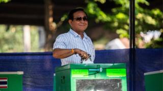 တနင်္ဂနွေနေ့ရွေးကောက်ပွဲမှာ လက်ရှိဝန်ကြီးချုပ် ပရာယွတ် ချန်အိုချာ မဲလာပေးစဉ်