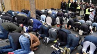 Клишидаги мусулмонлар улар учун ибодат маскани йўқлигини айтишади.