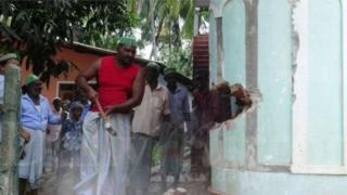 श्रीलंकेतील मुस्लिमांनी पाडली मशीद