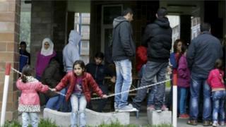 تنص قواعد الاتحاد الأوروبي على أن يتقدم اللاجئون بطلب اللجوء في أول بلد أوروبي دخلوه