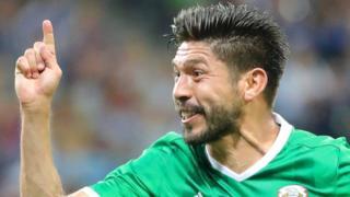 Oribe Peralta festeja el gol convertido a Nueva Zelanda.