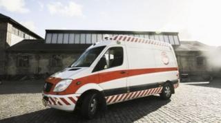 รถพยาบาลมือสองถูกดัดแปลงให้เป็นห้องขายบริการ โดยมีอุปกรณ์ทำกิจกรรมทางเพศและอาสาสมัครคอยดูแลเพื่อการมีเพศสัมพันธ์ที่ปลอดภัย