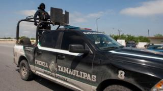 Las autoridades encontraron camionetas calcinadas y cientos de casquillos de balas de fusil AK47.