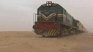 پاکستان میں ایک مال گاڑی ایسی بھی ہے جس کی رفتار بیل گاڑی سے بھی کم ہے اور جو 732 کلومیٹر کی فاصلہ کئی روز میں طے کرتی ہے۔