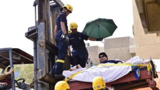 A 610kg Saudi citizen was moved to hospital on a fork lift truck in 2013