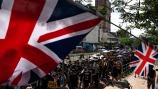 香港「反送中」「光復上稅」遊行出現英國國旗(13/7/2019)