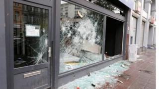 Des magasins saccagés à Bruxelles par les supporters de l'équipe senior de football du Maroc.