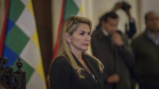 Geçici Devlet Başkanı Jeanine Anez, ülkeyi 90 gün içinde seçimlere götüreceğini açıkladı