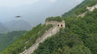 Дроны могут добраться до тех участков Великой стены, куда человеку попасть тяжело.