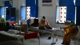 Ebola a provoqué la mort de plus de onze mille personnes en Afrique de l'Ouest.
