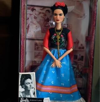 Boneka Barbie Frida Kahlo