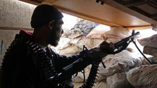 İdlib'deki Ulusal Kurtuluş Cephesi üyesi bir silahlı muhalif.