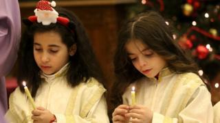 dve devojčice na misi u Damasku