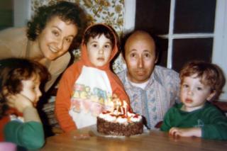 Дечији рођендан на којој је цела породица