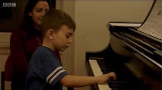 เด็กเล่นเปียโน