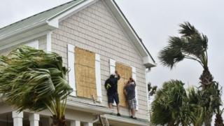 """En Floride, les résidents sont avertis de dégâts potentiels """"catastrophiques"""""""