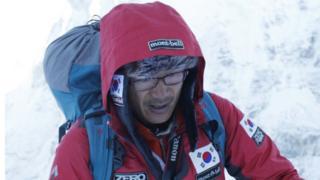 지난 2013년 5월 산악인 김창호 대장이 히말라야 14좌 무산소 등정을 하고 있는 모습