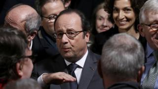 Francois Hollande yariko avuga ijambo igihe urasu rwacika umwe mu bamurinze