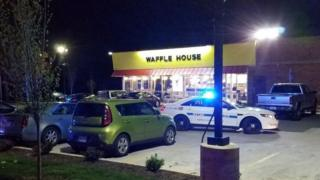 銃撃事件のあった飲食店(22日未明、米テネシー州ナッシュビル郊外)