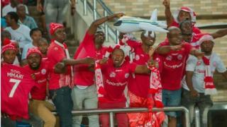 mashabiki wa Simba SC wakiwa uwanjani katika mechi yao na AS Vita
