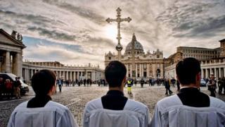'Uma relação castradora': qual é o real poder do Vaticano na Itália