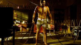 The Saw and Hostel ra mắt hồi giữa thập niên 2000, giới thiệu một kiểu phim rùng rợn mới