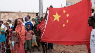 吉布提民眾歡迎中國當地的建設。