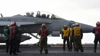 อากาศยานของกองทัพเรือสหรัฐฯ ที่มีส่วนเกี่ยวกับกรณีนี้คือ เครื่องบิน EA-18G Growler