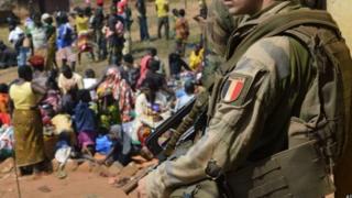 اتهم 16 جنديا فرنسيا باغتصاب نساء وأطفال في أفريقيا الوسطى
