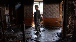 Afganistan'ın başkenti Kabil'de Taliban'ın saldırısı sonrası bir güvenlik görevlisi.