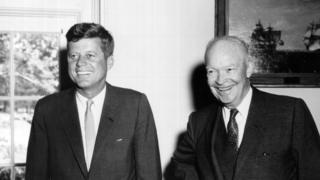 John F. Kennedy y Dwight Eisenhower