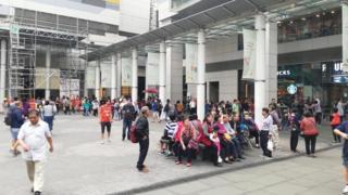 东涌距离港珠澳大桥香港只有约五分钟车程,吸引许多经大桥抵港的中国大陆游客到东涌购物。