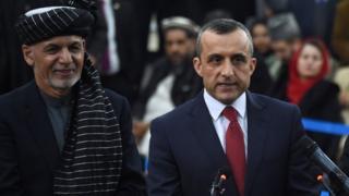 امرالله صالح در کنار اشرف غنی