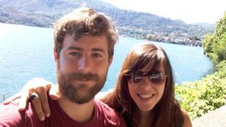 Michael O'Connor y su novia.